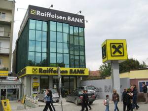 Raiffeisen International va relaxa conditiile de creditare in fostele tari comuniste din Europa