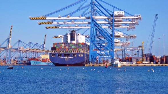 Razboiul comercial a inceput: China impune taxe vamale pentru fructele, vinul sau carnea de porc din SUA