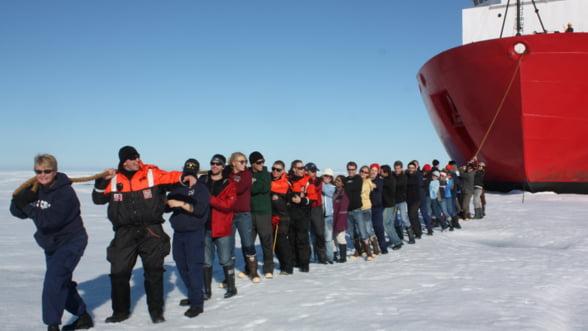 Razboiul pentru Arctica: Topirea gheturilor dezvaluie comori intens disputate