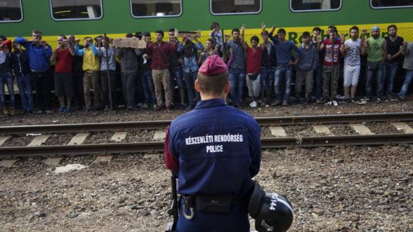 Refugiatii iau cu asalt Europa: Cine pe cine salveaza de criza?