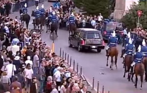 Regina Ana a fost inmormantata. Mii de oameni au participat la slujbe. Pe piatra funerara scrie simplu ANA