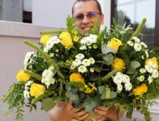 Reguli de eticheta, in prag de primavara. Tu stii cum sa oferi flori in relatiile de afaceri?