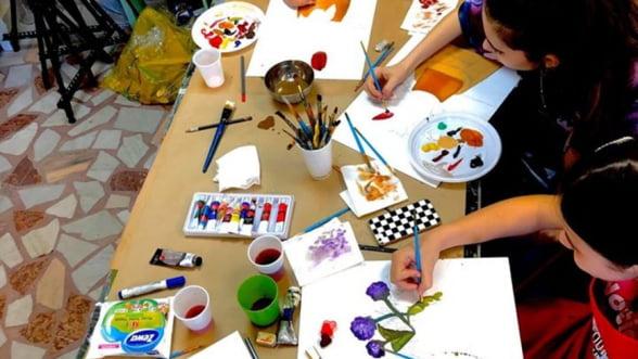 Rembrandt Art Centre sustine tinerii pasionati de pictura cu produse diverse si calitative