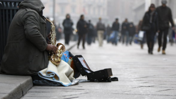Retrospectiva 2012: Loviti de somaj si austeritate, milioane de europeni au cazut prada saraciei