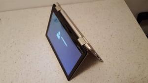 Review Toshiba Satellite Radius: Functia ce ar trebui implementata la toate laptopurile (Galerie foto)