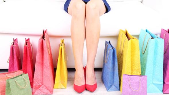 Romancele, tot mai interesate de shopping-ul online
