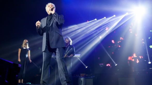 Romania, promovata dupa ureche la concertul Tom Jones. Grapini da vina pe Udrea