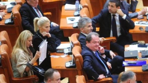 """Romania """"sufera"""" de instabilitate politica: Cum reactioneaza Basescu"""