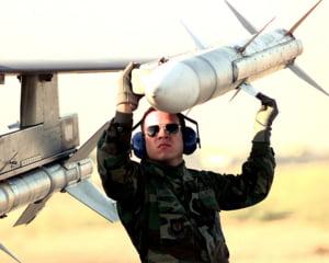 Romania isi inarmeaza avioanele F-16 cu rachete Raytheon de ultima generatie