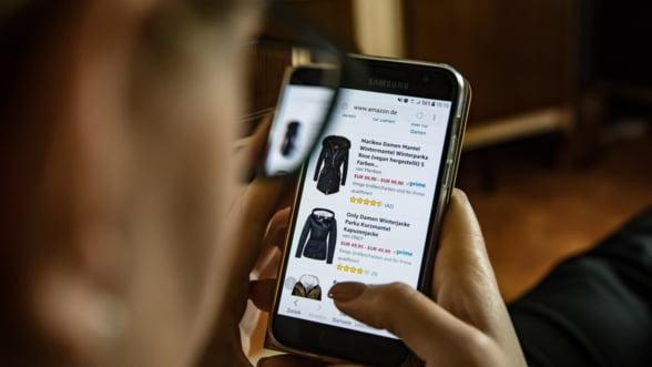 Romanii, campioni la cumparaturi de pe mobil: Magazinele online cresc mai repede ca in alte tari europene