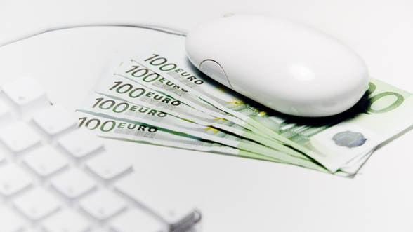 Romanii au cheltuit 90 de euro la fiecare trei minute pe cumparaturi online