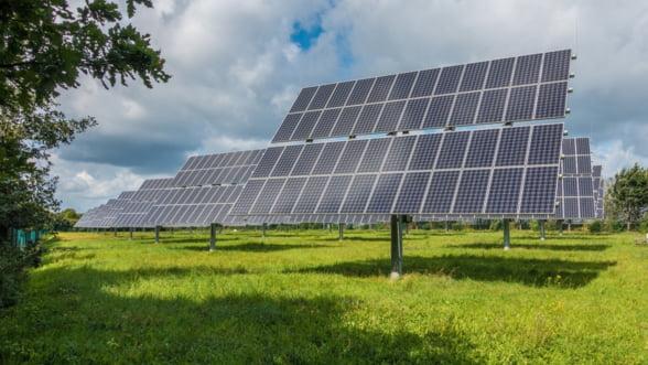 Romanii care produc energie regenerabila vor putea vinde electricitatea in retea