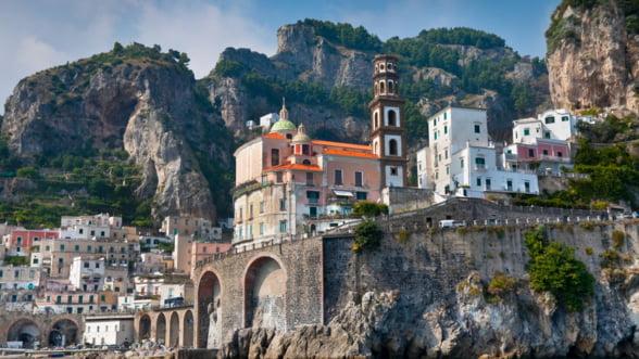 Romanii cheltuiesc cel mai mult pe cazare si combustibil, cand se afla in strainatate