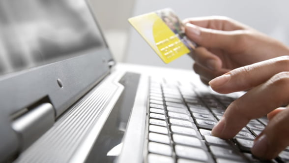 Romanii cheltuiesc mai multi bani pe internet