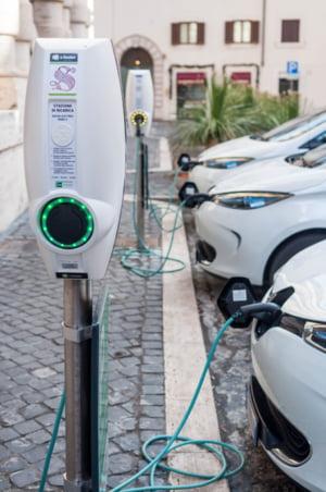Romanii cumpara tot mai multe masini electrice
