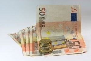 Romanii din multinationale aleg salariile mari din institutiile UE
