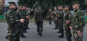 Romanii sarbatoresc duminica Ziua Armatei. Au loc evenimente inclusiv in Rusia