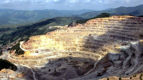 Rosia Montana Gold Corporation isi muta activitatea in strada. Angajatii au iesit la contraproteste
