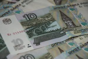 Rubla s-a depreciat puternic in urma atentatelor