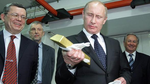 Rusia, nevoita sa-si vanda aurul, ca ultima solutie