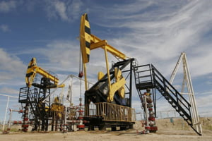 Rusia vrea sa obtina de la sauditi reducerea productiei de petrol. Ce se va intampla cu pretul?
