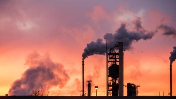 Rusii vor sa-si mentina productia de petrol scazuta pana la anul. Iata cum ii avantajeaza