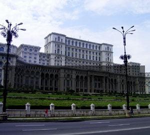 Rusinea ocoleste Palatul Parlamentului