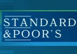 S&P a coborat perspectiva ratingului Indiei de la stabila la negativa