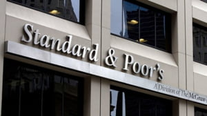 S&P a retrogradat rating-ul sectorului bancar spaniol