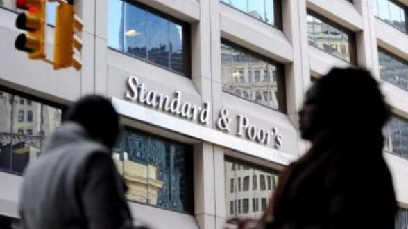 S&P ii critica pe liderii europeni, dar lauda BCE