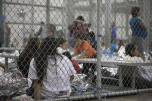 SUA: Copiii imigrantilor ilegali nu vor mai fi separati de parinti, dar nici nu mai e limitata perioada de detentie