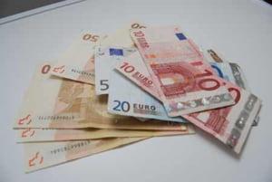 SUA: decizia de relaxare a politicii monetare, apreciaza euro