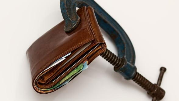 Salariile au scazut in august