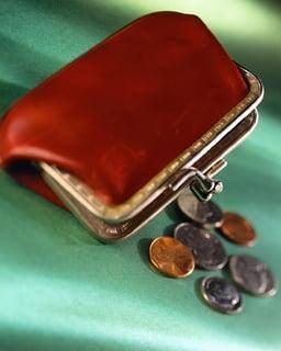 Salariile cadrelor didactice, si mai mici in 2011