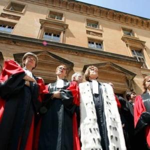 Salariile magistratilor bat coruptia