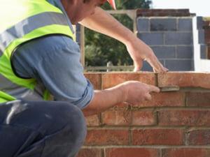 Salariile muncitorilor din constructii nu mai cresc pana la sfarsitul acestui an