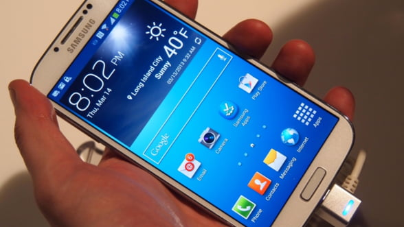 Samsung Galaxy S4 s-a vandut aproape de doua ori mai bine decat S3
