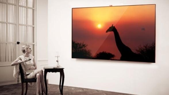 samsung lanseaza in romania smart tv ul cu ecran de 189 cm vezi pretul. Black Bedroom Furniture Sets. Home Design Ideas
