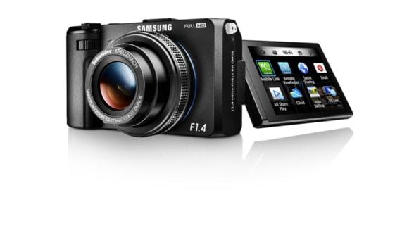 Samsung lanseaza o camera foto cu Wi-Fi, conectabila la mobil
