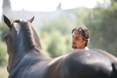 Scoala Kassai in Romania: Invata sa tragi cu arcul de pe cal, cu Denis Stefan