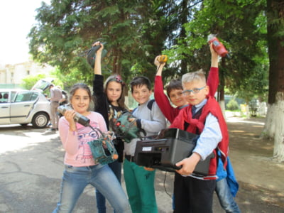 Scolile din Romania recicleaza
