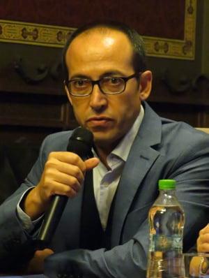 Scriitorul turc Burhan Sonmez: Nimeni nu e in siguranta in Turcia, doar o societate amnezica poate repeta aceleasi greseli