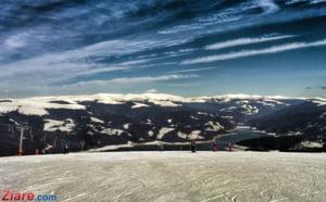 Se schiaza pe Valea Prahovei. La Sinaia zapada are o jumatate de metru
