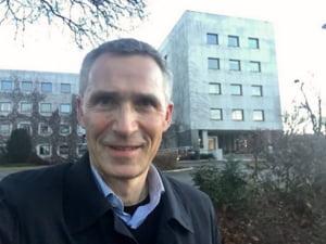 Secretarul general al NATO: Apararea noastra va fi mai buna daca recrutam si femei