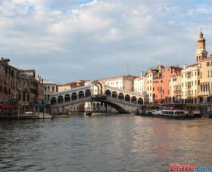 Sediul Consiliului din Venetia a fost inundat imediat dupa ce institutia a respins masuri privind schimbarea climatica (Foto)