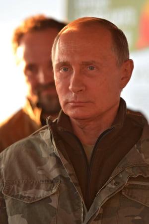 Seful spionajului britanic: Rusia actioneaza in toata Europa prin metode de razboi cibernetic