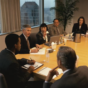 Senior managerii muncesc mai putin decat directorii generali