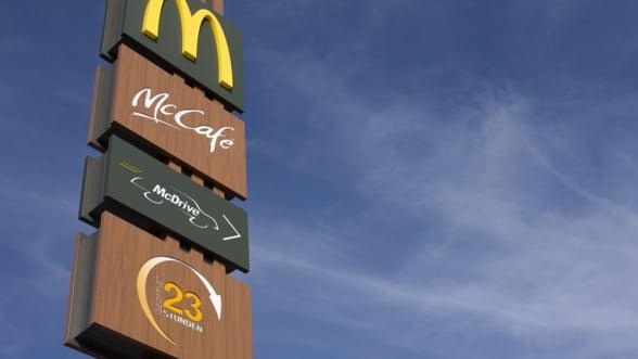 Seniorii ii inlocuiesc pe adolescenti ca muncitori in restaurantele de tip fast-food din SUA