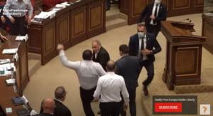 Serie de lupte cu pumnii în Parlamentul Armeniei VIDEO