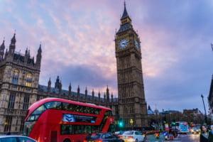 Sfaturile Ambasadei de la Londra pentru romanii care care viziteaza Marea Britanie: Verificati schimbarile la plata cu cardul, roaming-ul si controalele vamale